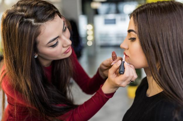 master make final steps make up work with models big lips 231208 3603